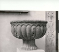 vaso:motivi decorativi a baccellature e motivi decorativi vegetali