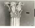 capitello corinzio: motivi decorativi vegetali e grifi