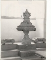 fontana: sirene, stemma gentilizio e motivi decorativi