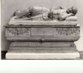 [sarcofago: motivi decorativi vegetali e testa di gorgone]